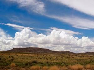 Postal: Nubes blancas en el cielo