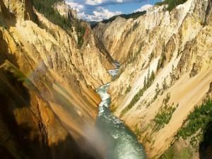 Postal: Estrecho río entre montañas
