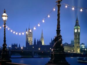 Postal: La ciudad de Londres al anochecer