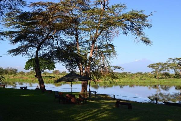 Monte Kilimanjaro visto desde el Lago Sante