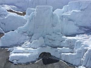 Grandes bloques de hielo en el Kilimanjaro