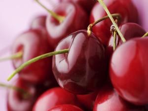 Postal: Cerezas rojas