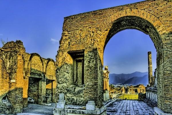 Construcción antigua en ruinas
