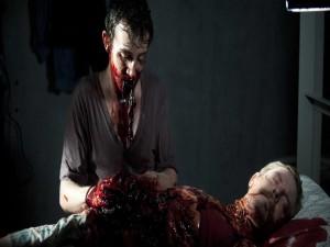 Zombie comiendo intestinos