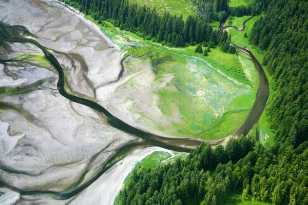 El curso de un río visto desde el aire