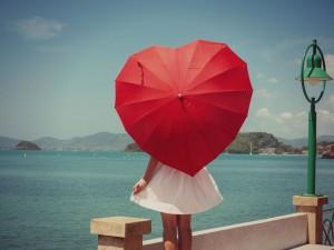 Postal: Sombrilla con forma de corazón