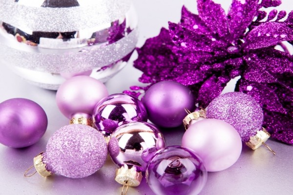 Adornos navideños color púrpura
