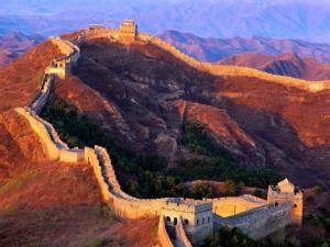 Postal: Montañas y la Gran Muralla China