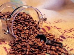 Postal: Tarro con granos de café