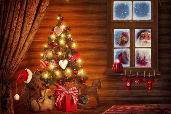 Papá Noel visitando un hogar