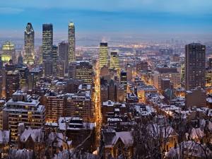 Postal: Nieve en los tejados de los edificios