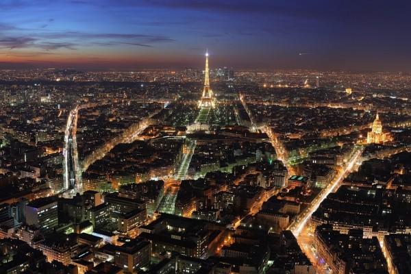 Vista nocturna de la ciudad de París