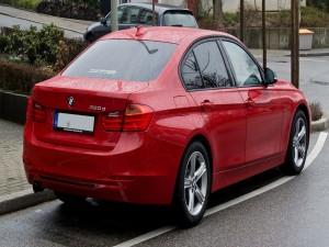 BMW mojado por la lluvia