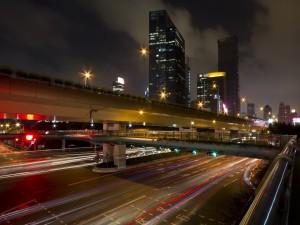 Postal: Autopista en la ciudad