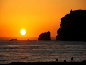 El sol en el mar al atardecer
