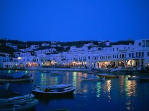Postal: Noche en un pueblo junto al mar