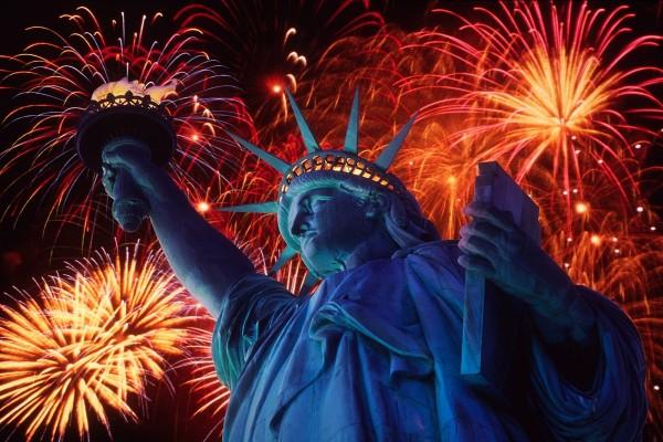 Fuegos artificiales y la Estatua de la Libertad