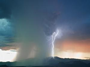Postal: Nubes de tormenta y relámpagos