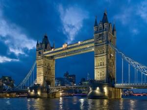 Postal: Puente de la Torre visto de noche