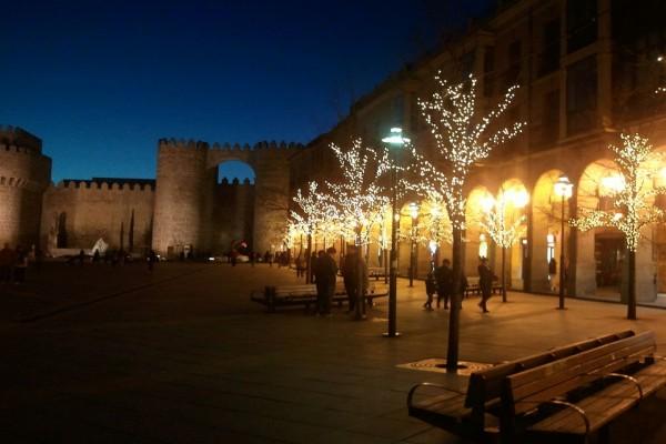 Iluminación navideña en Ávila, España