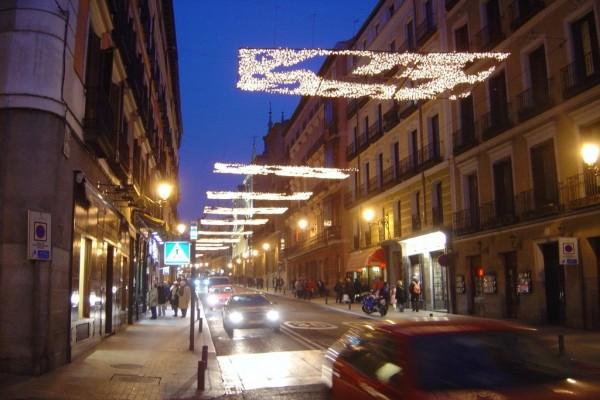 Calle Mayor en Madrid con las luces de Navidad