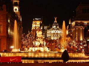 Plaza de Cibeles en Madrid (España) con las luces de Navidad