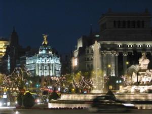 Vista nocturna de la Plaza de Cibeles de Madrid (España)
