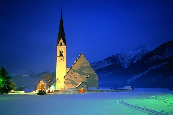 Iglesia en la noche de Navidad