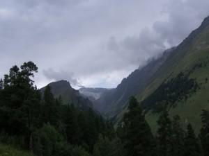 Postal: Día nublado en las montañas
