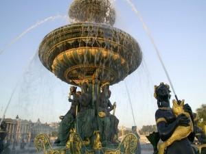 Fuente en la Plaza de la Concordia (París)