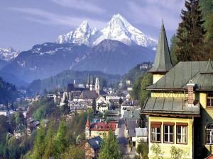 El Monte Watzmann visto desde la ciudad de Berchtesgaden (Alemania)