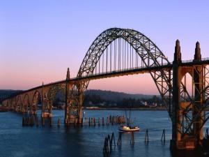 Postal: Barco pasando bajo el puente
