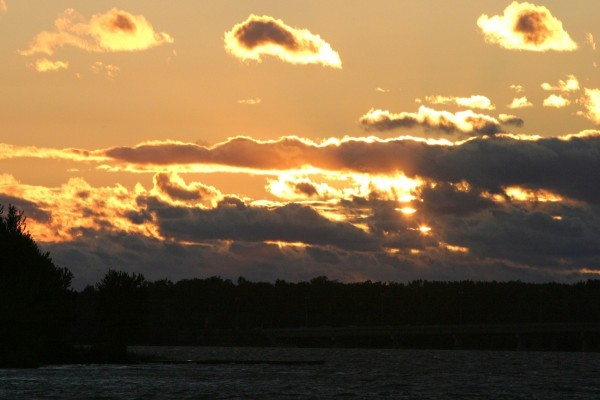 Nubes oscuras que tapan el sol