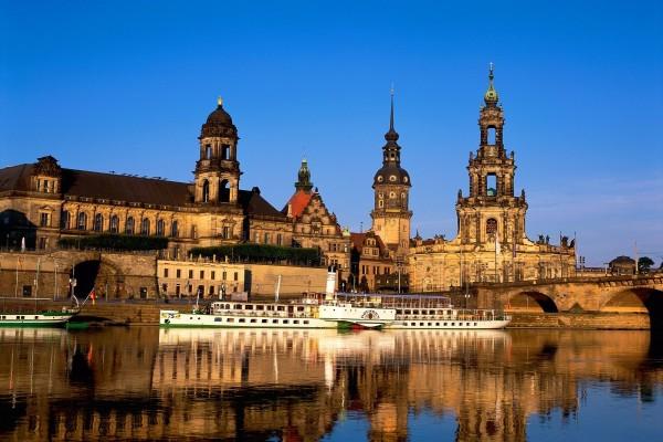 El río Elba y arquitectura barroca en la ciudad de Dresden
