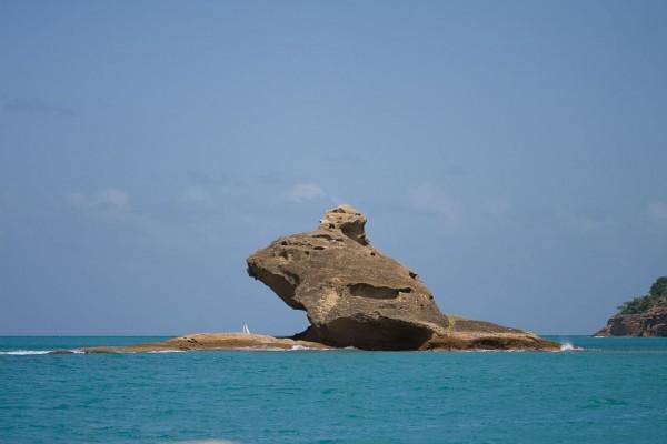 Formación rocosa en el mar (Antigua, Caribe)
