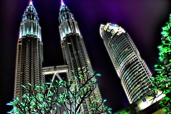 Las Torres Petronas iluminadas (Kuala Lumpur, Malasia)