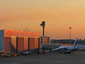 Avión en la pista del aeropuerto