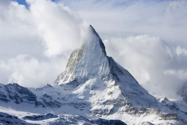 Monte Cervino entre nubes y nieve