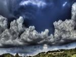 Nubes grandes en el cielo