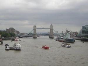 Postal: Barcos en el río Támesis, Londres
