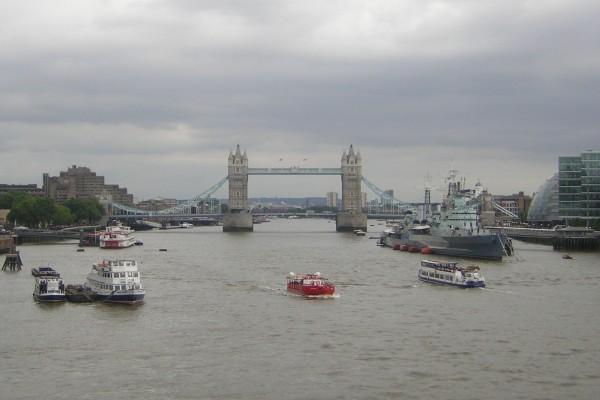 Barcos en el río Támesis, Londres