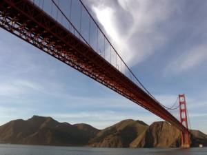 Postal: Un puente y el cielo