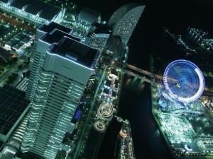 Noria en la noche de la ciudad