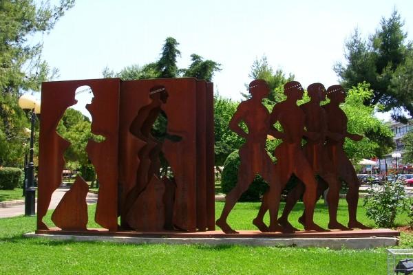 Estátua de hombres en la calle