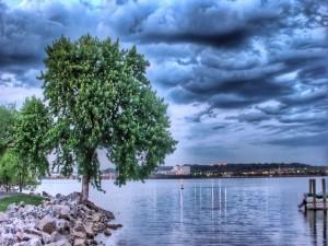 Nubes en el lago