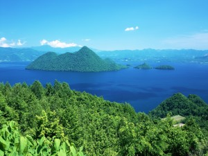 Islas verdes en el mar