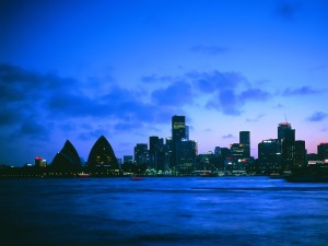 Postal: Noche azul en la ciudad
