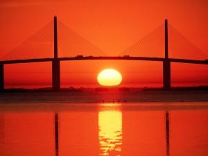 El sol bajo el puente