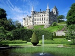 Fuente en el jardín del castillo