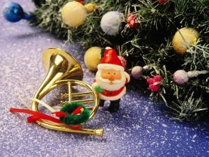 Postal: Figura de Santa Claus y otros adornos